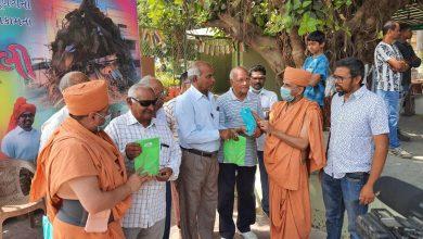 Photo of પ્રગટ ગુરૂહરી પ.પૂ. હરીપ્રસાદ સ્વામી મહારાજની પ્રેરણાથી આત્મીય વિદ્યાધામ બાકરોલ દ્વારા કોરોના વાયરસથી બચવા