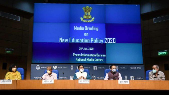 Photo of મોદી સરકારે જાહેર કરી 21મી સદીની નવી શિક્ષણ નીતિ: જાણો વિદ્યાર્થીઓને શું આપી રાહત.