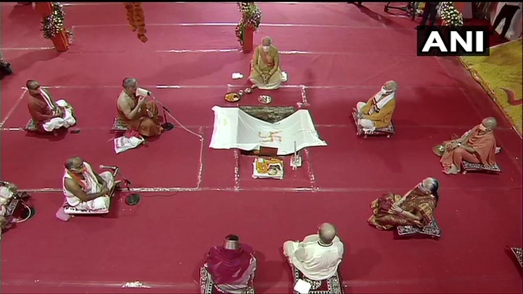 Photo of અયોધ્યા રામ મંદિર LIVE: PM નરેન્દ્ર મોદીના  હસ્તે ભૂમિપૂજનની શરૂઆત