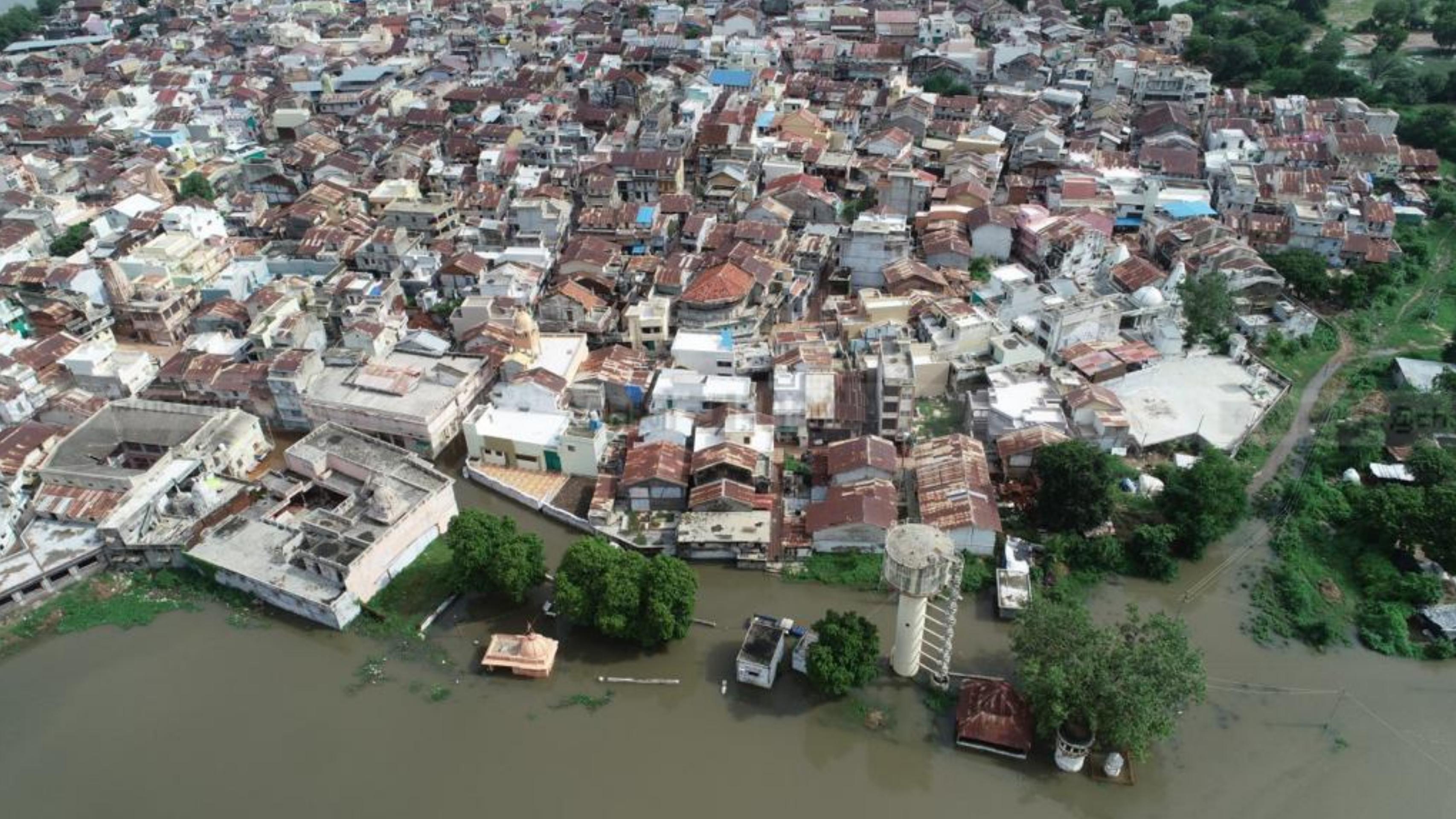 Photo of આણંદ જિલ્લાના નાર ગામે ભારે વરસાદના કારણે સમગ્ર ગામમાં પાણી ફરીવળ્યું:જુઓ તસવીરો