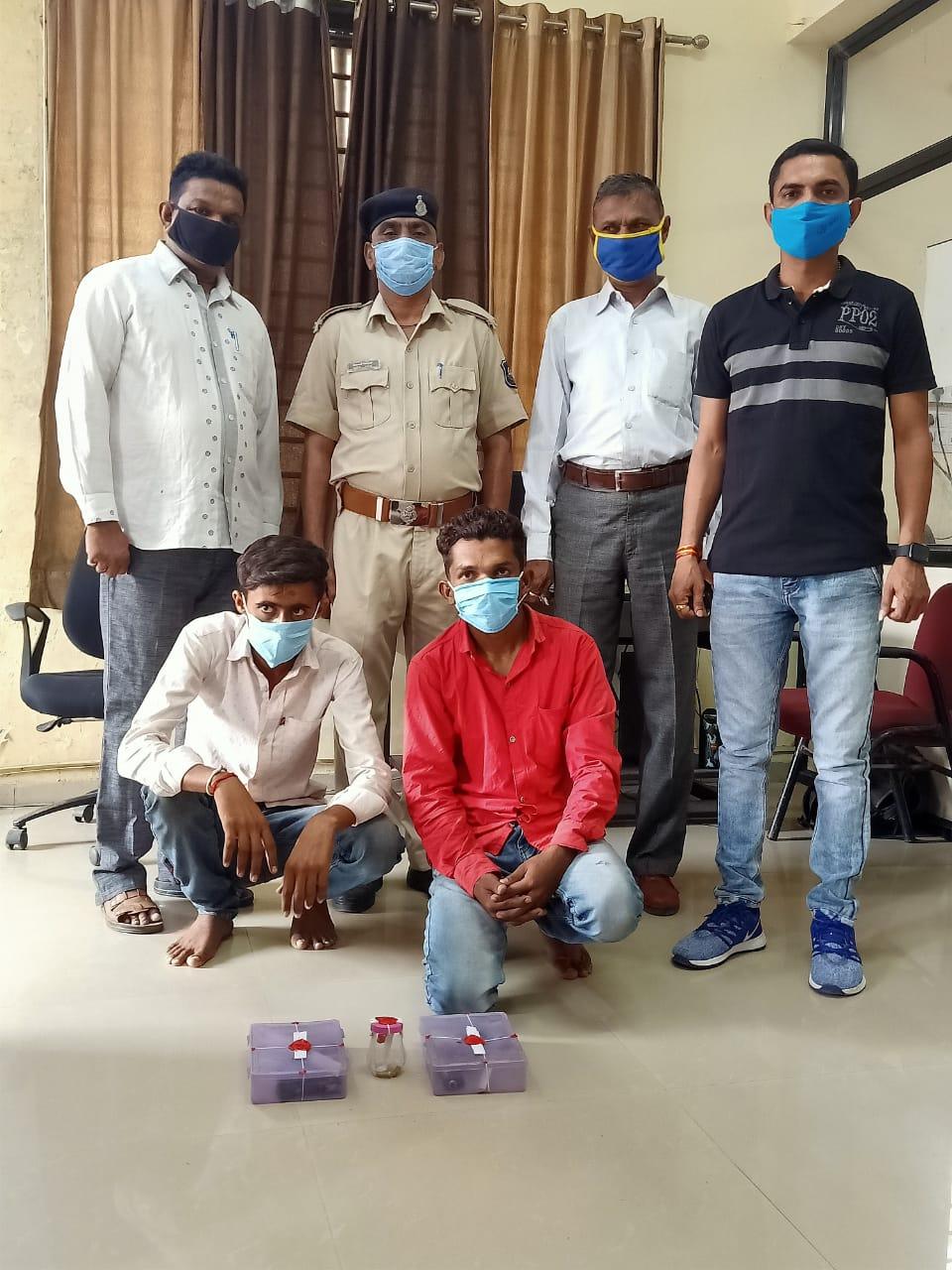 Photo of ખેડા જિલ્લાના ગળતેશ્વર તાલુકાની જૂની ચેક પોસ્ટ પર થી ભારતીય બનાવટની પીસ્ટોલ સાથે બે આરોપી પકડાયા
