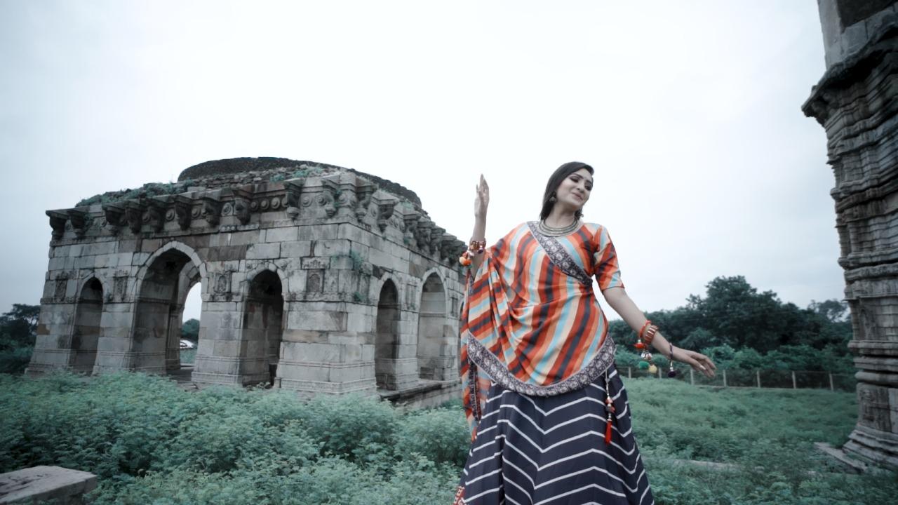 """Photo of પાવાગઢ ની સુંદરતા દર્શાવતું સાંત્વની ત્રિવેદી નું નવું ગીત """"મારુ મન મોહી ગયું"""" થયું રીલીઝ: જુઓ વિડીયો"""